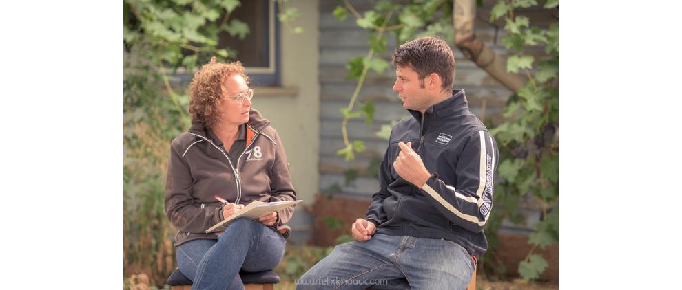 Christine Felsinger im Gespräch mit Tierarzt Michael Oberthür.
