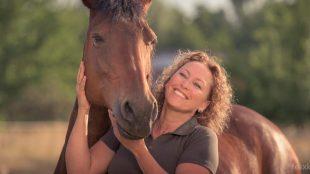 """Christine Felsinger ist Gründerin der Fütterungs-Blogs FREUNDPFERD.de und Chefredakteurin von """"ReitKultur: Das Bookazine für die klassischen Reitweisen""""."""