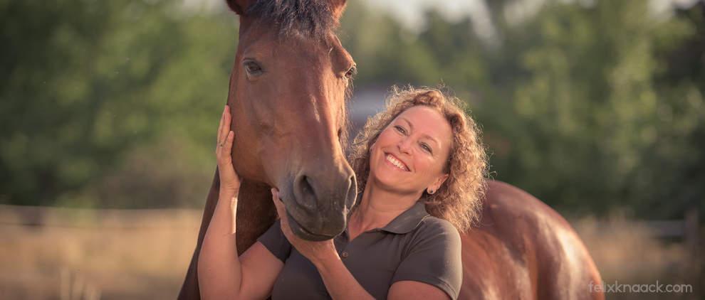Christine Felsinger ist Gründerin der Fütterungs-Blogs FREUNDPFERD.de und Chefredakteurin von