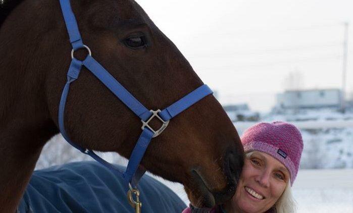 Alexandra Hampson erforscht in Kanada die Fitness von Reiter und Pferd.