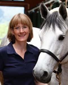 Dr. Anne Becher ist Tierärztin und forscht seit ihrer Doktorarbeit mit Begeisterung zum Thema Entwurmung beim Pferd. Im Jahr 2016 hat sie das Projekt www.EntwurmungPferd.de gestartet. Foto: privat