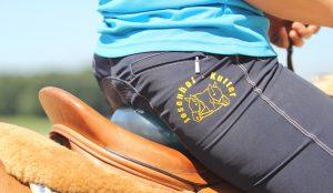 Beim Reiten quer auf der Minirolle können Reiter den tiefen Sitz besonders gut spüren. Foto: Wiemer