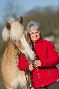 Reitlehrerin Sibylle Wiemer bildet Pferde und Reiter auf jedem Niveau aus. Sie lebt in Fintel bei Hamburg.